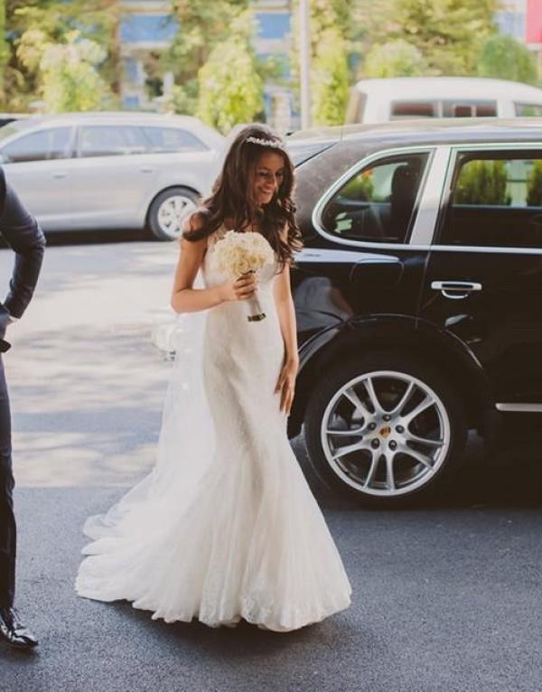 Gina si rochia de mireasa 11329 de la Ellis Bridals