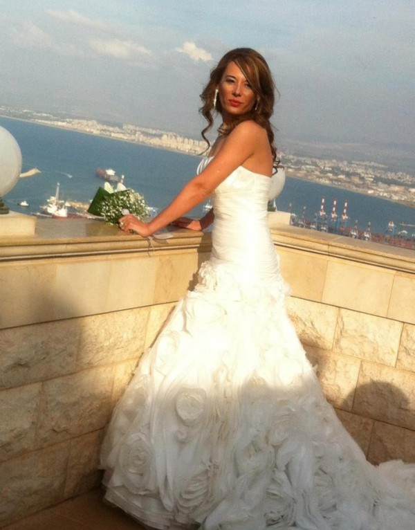Marilena si rochia AC290 de la Eternity Bridal