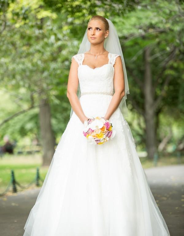 Florentina si rochia de mireasa AC326 de la Eternity Bridal
