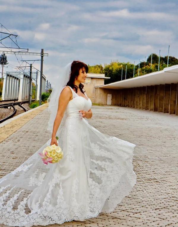 Elena si rochia 5239 de la Fara Sposa