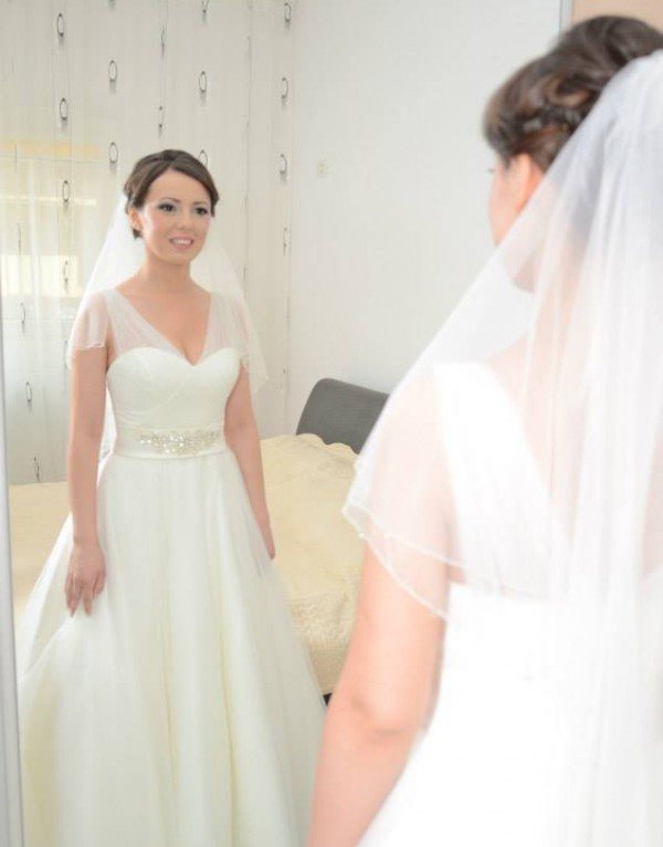 Elena si a ei rochie de mireasa minunata